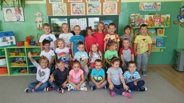 Dzień dobry we wrześniu! Grupa III wita po wakacjach zarówno nowych, jak i dotychczasowych przedszkolaków, mamy nadzieję, że wszyscy wypoczęli i z uśmiechem na buziach rozpoczną nowy rok szkolny.