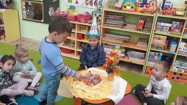 """Świętujemy czwarte urodziny Dawidka – w grupie """"Lotnicy"""""""