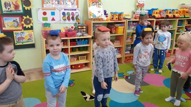 """Zestaw zabaw ruchowych z woreczkami w grupie II – """"Lotnicy"""""""