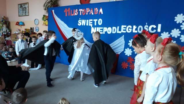 Narodowe Święto Niepodległości – program artystyczny przygotowała Pani Jolanta Sak z grupą VI