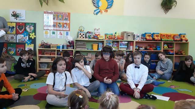"""Dzieci ze Szkoły Podstawowej Nr 24 w Tarnowie wystąpiły w przedszkolu ze spektaklem """"Tuwimowo"""" – Dziękujemy:)"""