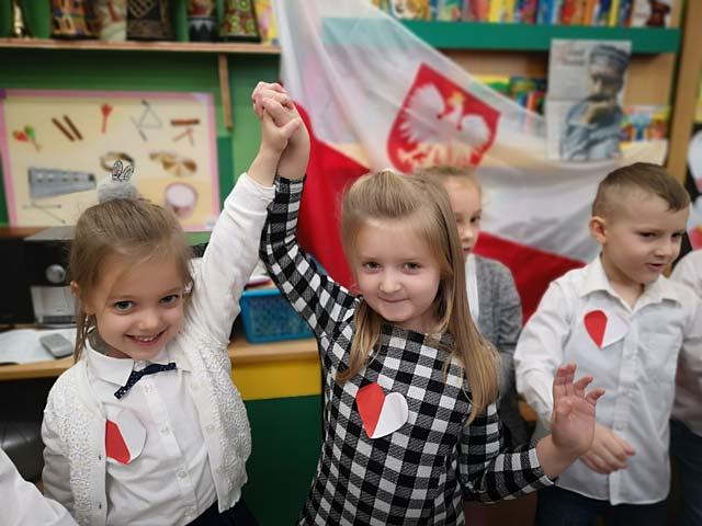 """Grupa """"Mądre Sowy"""" świętuje Dzień Niepodległości"""