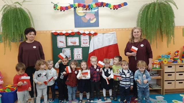 """Obchody Święta Odzyskania Niepodległości w gr I """"Krasnoludki"""""""