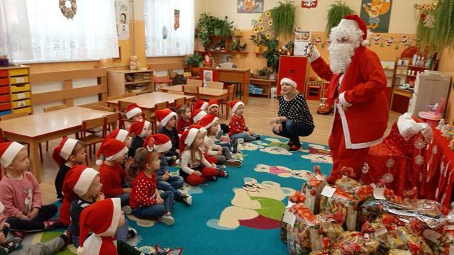 """Odwiedziny Świętego Mikołaja u """"Krasnali"""""""