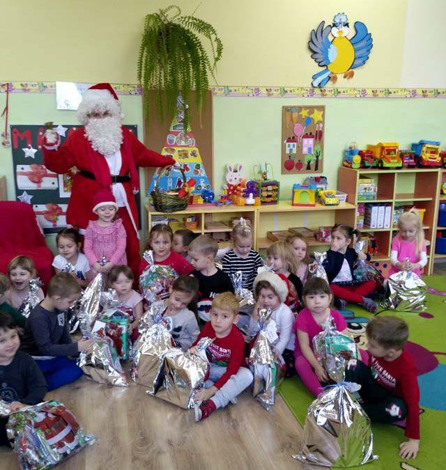 Grzeczne Smerfy odwiedził Święty Mikołaj