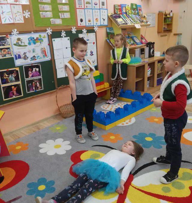 Królewna Śnieżka w wykonaniu Sówek – brawo przedszkolaki!