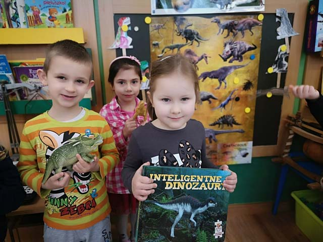 """Wesoły tydzień z dinozaurami –  gr. """"Lotnicy"""""""