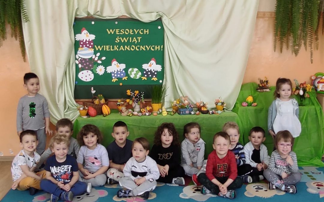 """Zdrowych i spokojnych Świąt Wielkanocnych życzą """"Krasnale"""""""