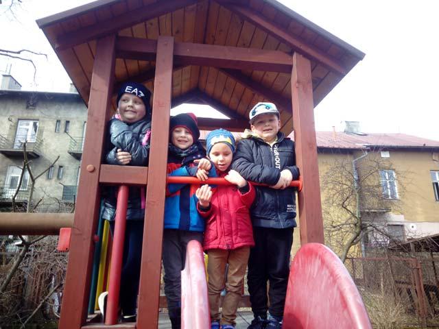 """Zabawy w ogrodzie przedszkolnym u """"Tygrysków"""""""