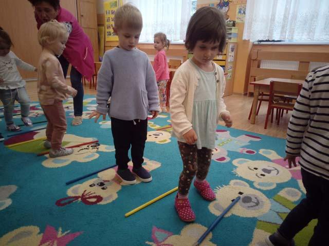 Zabawy i ćwiczenia ruchowe z przyborami – gr. I – Krasnoludki